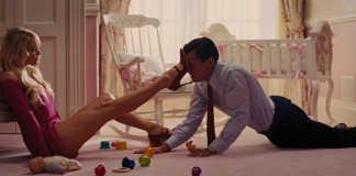 Margot Robbie e Leonardo DiCaprio O Lobo de Wall Street 2013