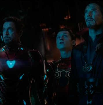 Robert Downey Jr., Benedict Cumberbatch, e Tom Holland em Vingadores: Guerra Infinita (2018)