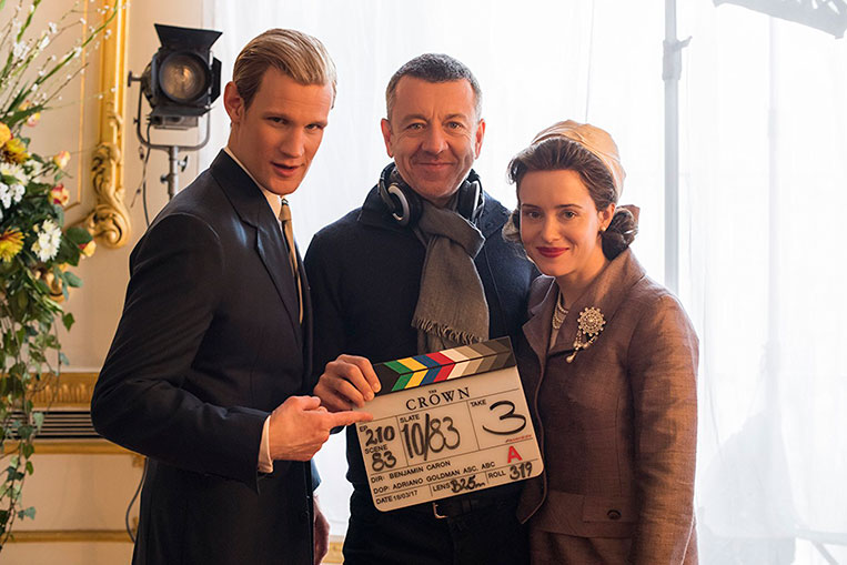 Peter Morgan, Matt Smith, e Claire Foy, bastidores de The Crown (2016)