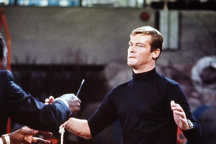 Com 007 viva e deixe morrer (1973)