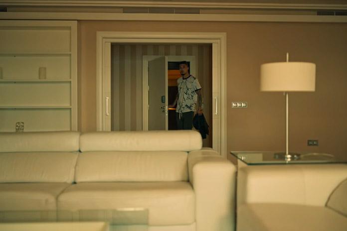 Andrea convida Jairo para morar com ele, Toy Boy
