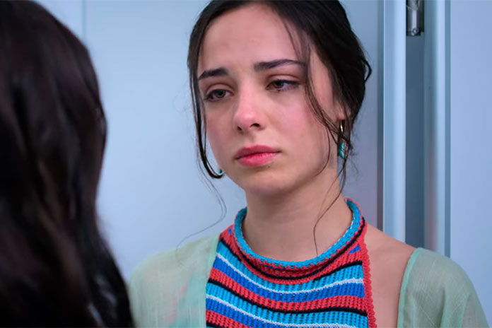 Fiona Palomo é María