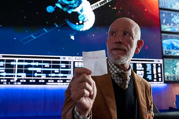 John Malkovich é Dr. Adrian Mallory