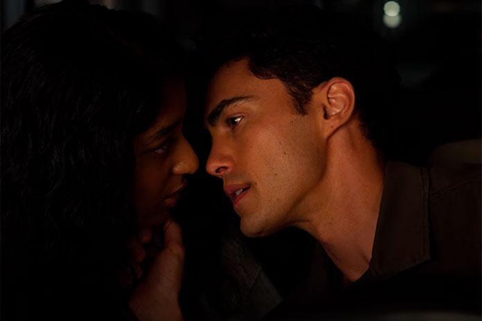 Paxton após beijar Devi, Eu Nunca (Netflix)