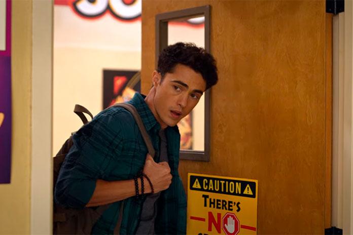 Paxton na sala da Devi, Eu Nunca (Netflix)