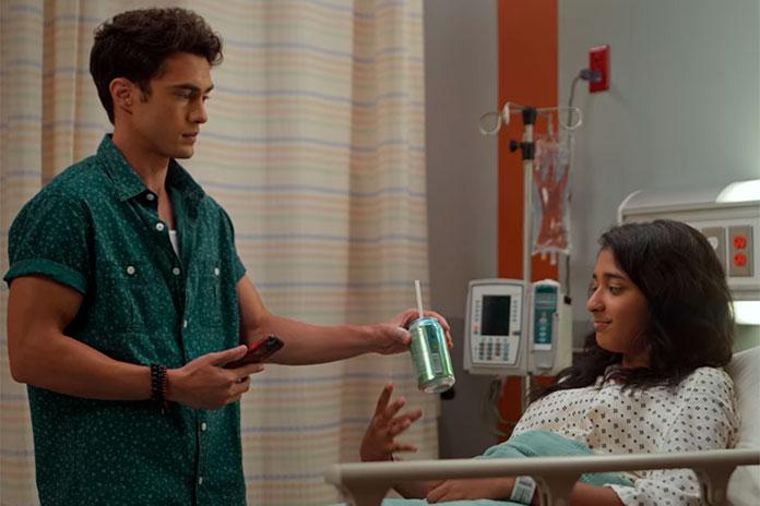 Paxton salvando a Devi, Eu Nunca (Netflix)